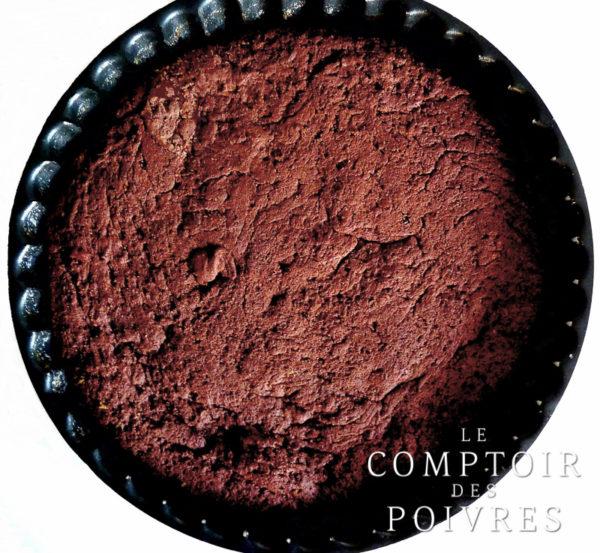 Gâteau au chocolat et poivre long rouge