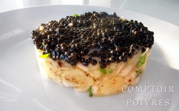 Gâteau de pommes de terre, oignon, ciboulette et caviar de hareng