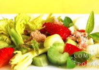 Céleri et fraises en salade